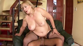 Chubby mature Eva gets her wet pussy pounded like never before