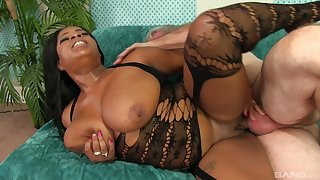 Sexy ebony Mirage is the real queen of sex games with old stranger