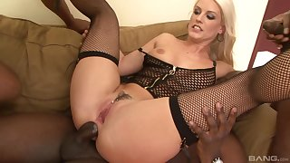 Vicktoria Redd enjoys double penetration with her black friends